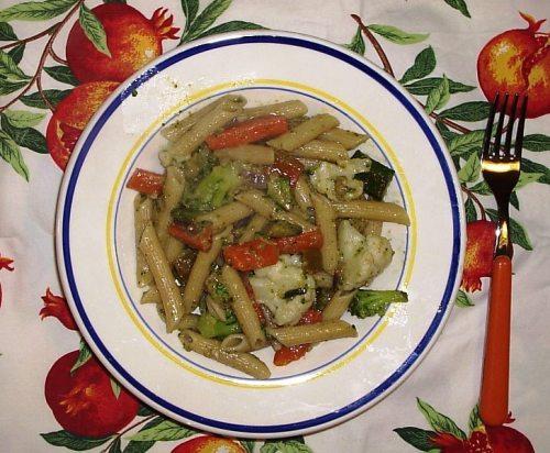 Pasta con pesto e verdure